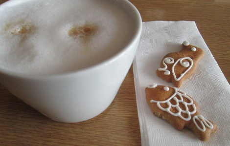 Gingerbread with coffee.