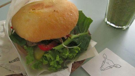 The warzywex, Krowarzywa Vegan Burger.